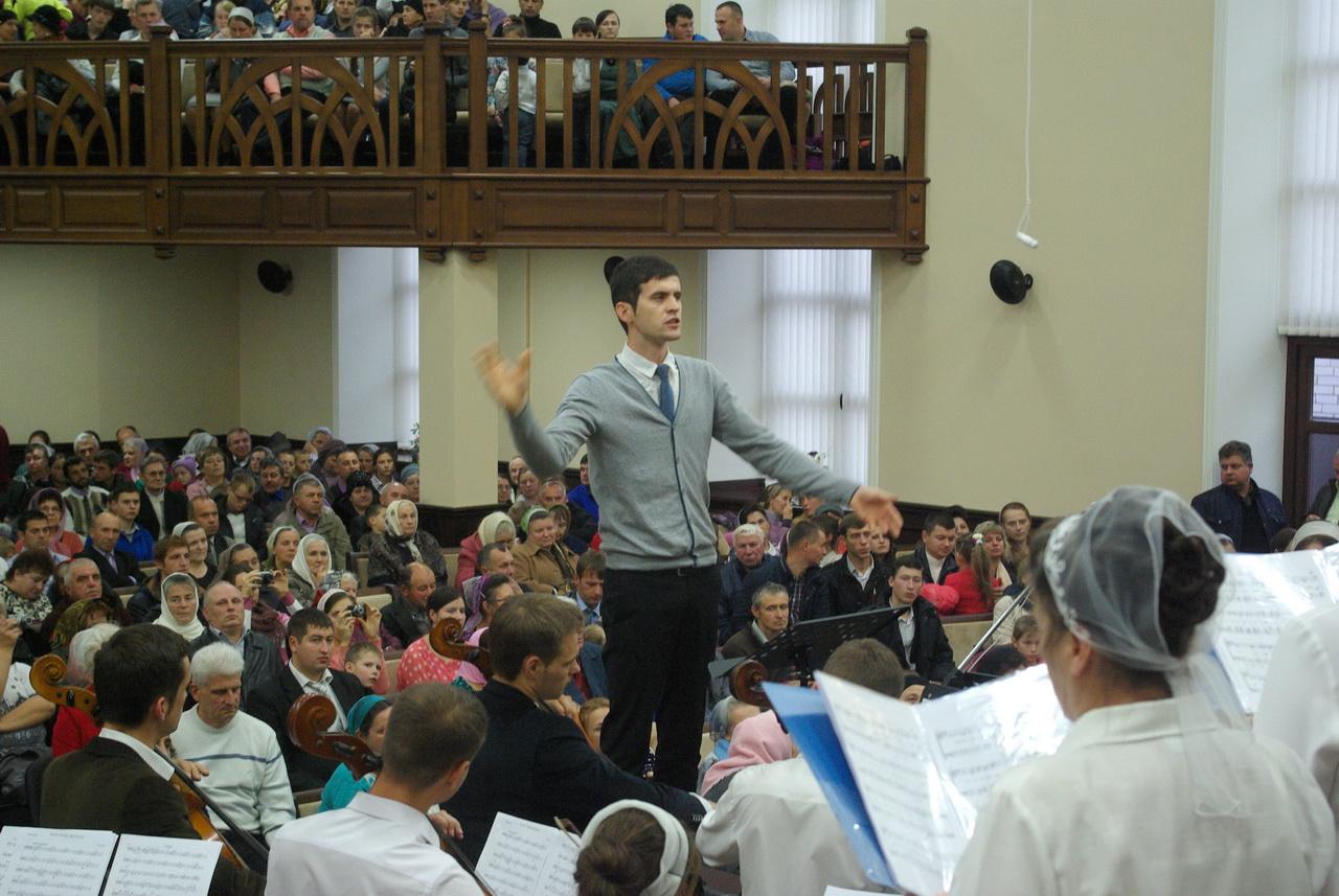 Хороший звук Dynacord и Electro-Voice в баптистской церкви Шепетовки помогает в служении Богу