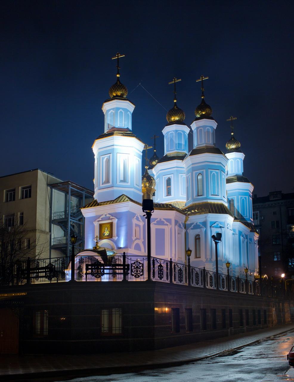 Архитектурное освещение храма в честь иконы Козельщанской Божьей Матери выполнено на оборудовании Schreder
