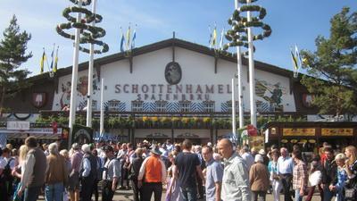 Однин из крупнейших пивных павильонов Октоберфеста - Schottenhamel