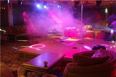 Генераторы дыма и тумана Look Solutions в ночном клубе