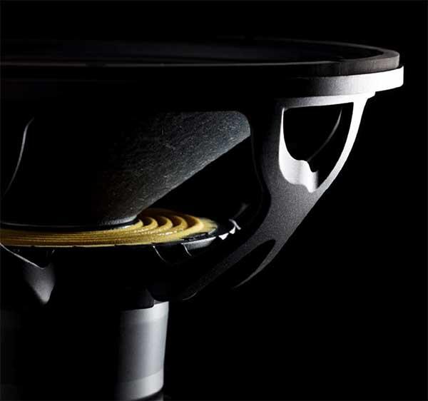 """Сабвуфер M318SUB оснащен длинноходным громкоговорителем 18"""" с неодимовым магнитом"""