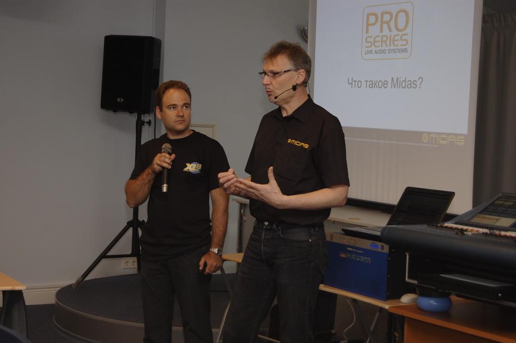 Семинар-тренинг по работе с цифровыми консолями Midas PRO2 вел  Ричард Ферридей, менеджер по развитию торговых марок Midas и Klrak  Teknik