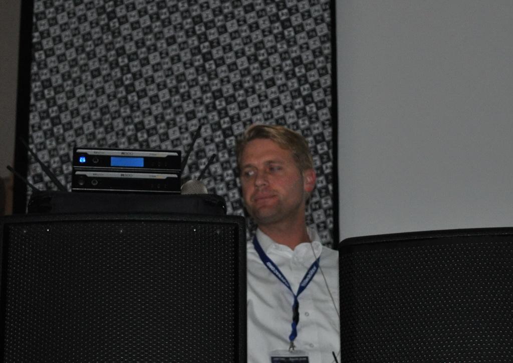 Франц Менке представляет новую бюджетную радиосистему  Electro-Voice R300