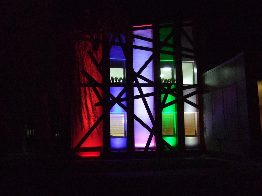Небольшая световая демонстрация возможностей светодиодного  архитектурного оборудования Eurolite