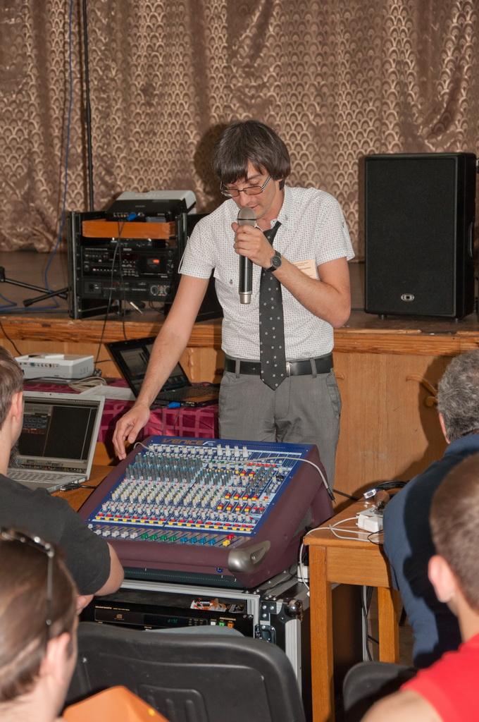 Семинар звукорежиссеров Украины 2011 - презентация инновационного  цифро-аналогового микшера Midas VeniceF